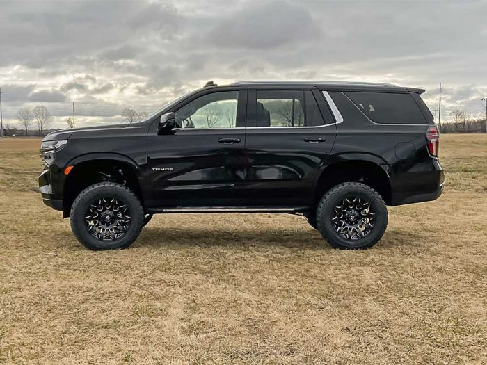 rough country 11100 tahoe side shot